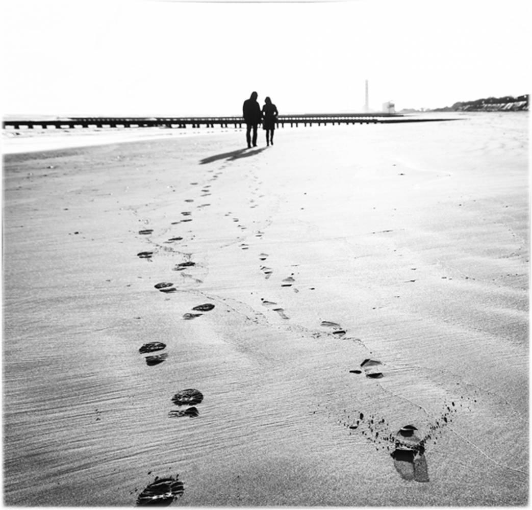 Glossy/gm01 100×100  walking on the beach