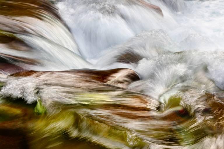 Glossy/fg04 100×150 dancing river